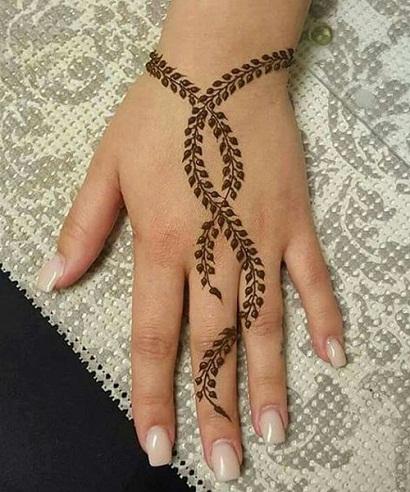 Leaves Pattern Single Line Mehndi Design