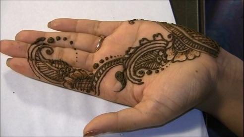 Cute Single Line Mehndi Design