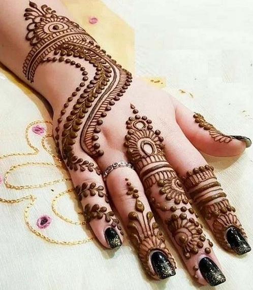 Bracelet with S Shape Mehndi Design