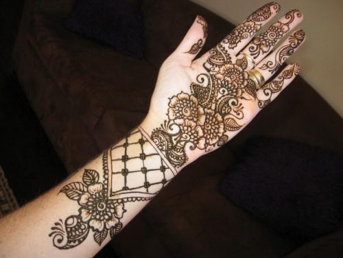 Traditional Arabic Mehndi Design