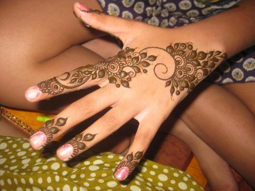 Easy Mehndi Designs for Girls