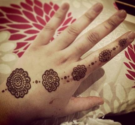 simple arabic mehndi design