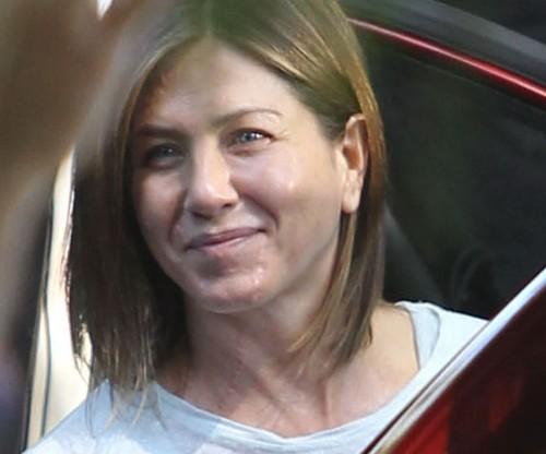 Jennifer Aniston without makeup 1