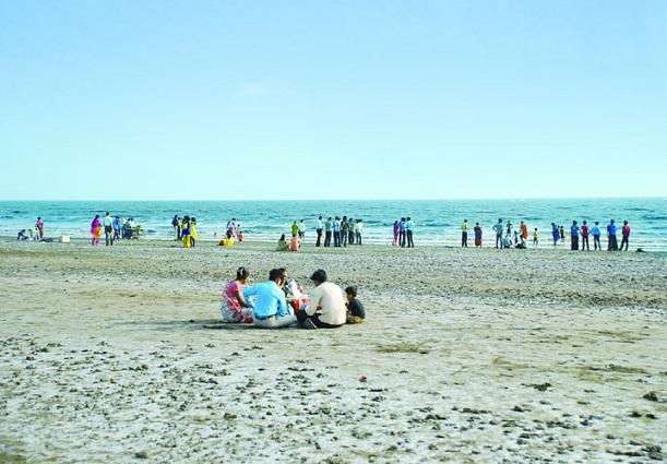 dumas-beach_gujarat-tourist-places