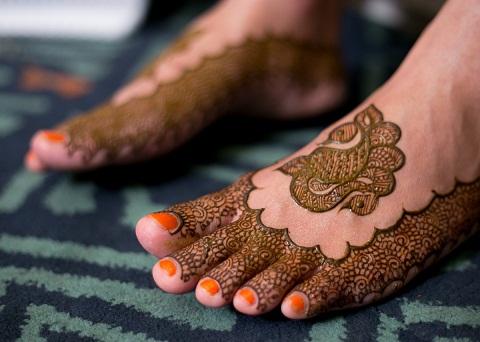 Peacock Mehndi Design on Leg