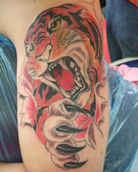 Growling Tattoo designs