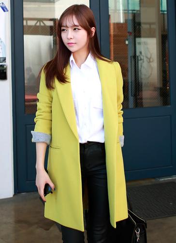 15 Elegant Designs of Yellow Blazers for Women and Men