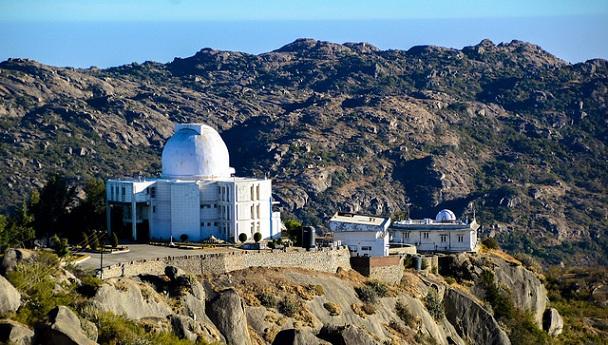guru-shikhar_mount-abu-tourist-places