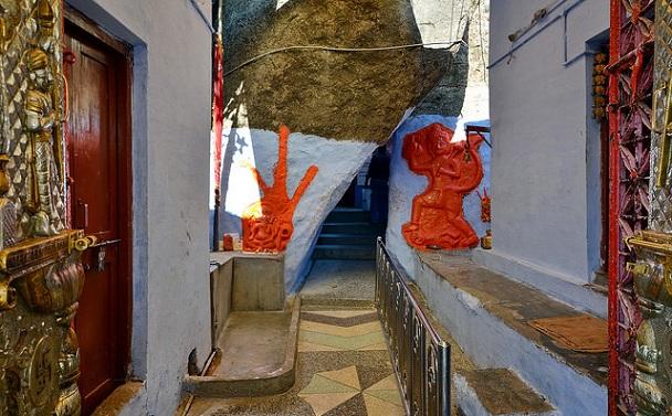 adhar-devi-temple_mount-abu-tourist-places