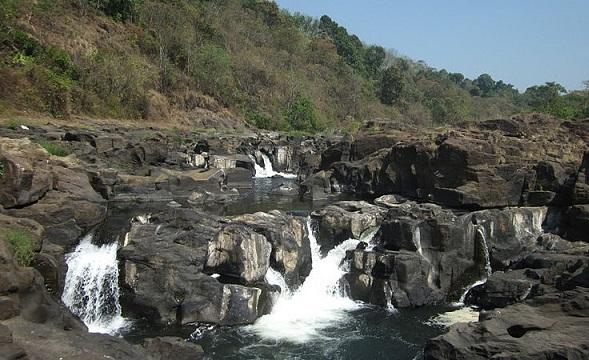 Perunthenaruvi Falls