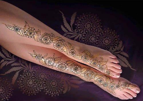 Glittery Leg Mehandi Design