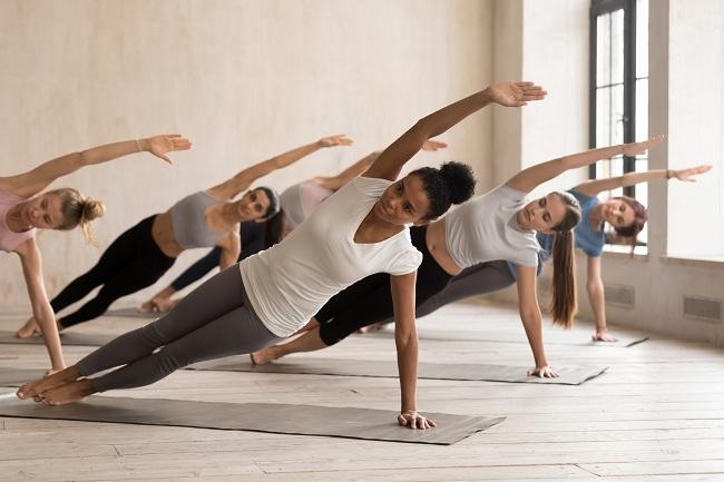 Plank Crunch Sideways - workouts to lose love handles