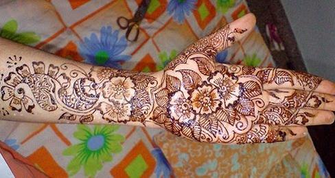 floral-theme-marwari-mehndi-design12