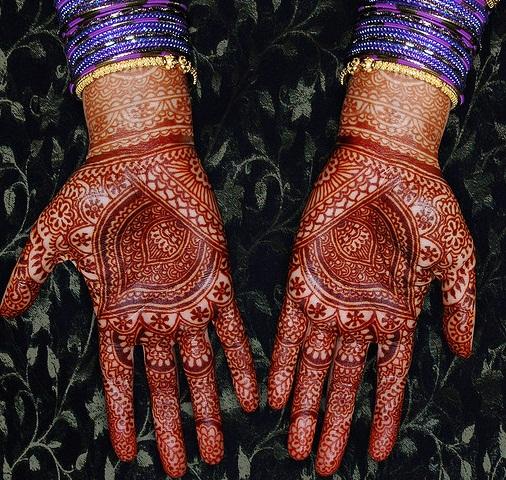 kalash-theme-marwari-mehndi-design13