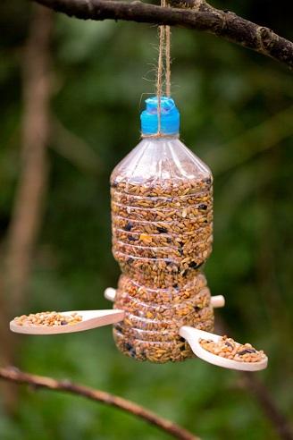 Simple Plastic Bottle Bird Feeder