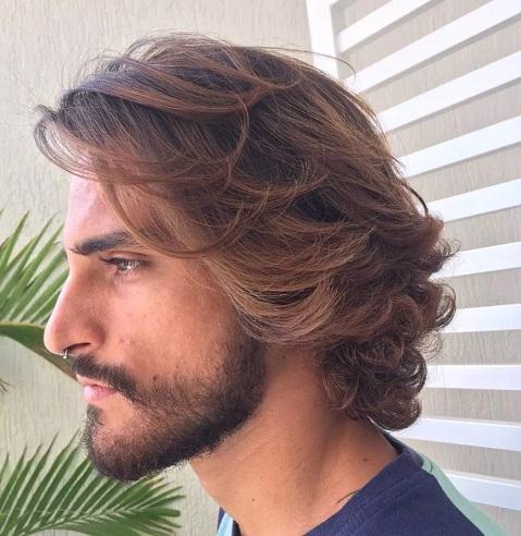 Wavy Hair Uplift Look