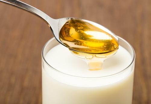 Homemade Beauty Tips for Face Whitening - Honey and Milk Pack