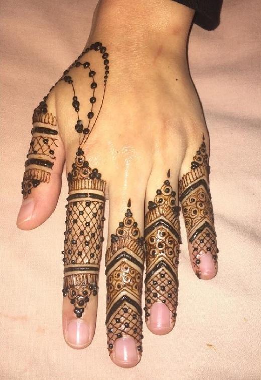 Finger Mehndi