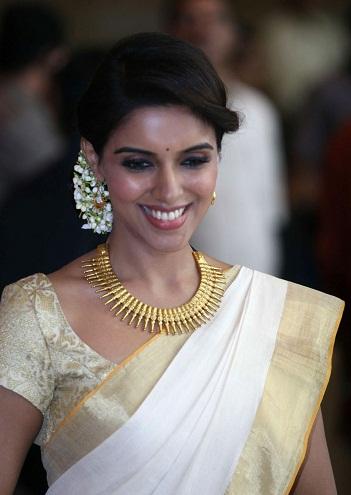 A Kerala Style Golden Saree Blouse