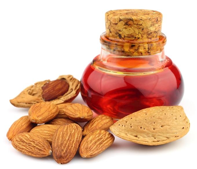 21 Best Sweet Almond Oil Benefits For Skin, Hair & Health