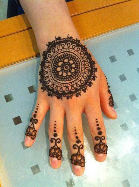 Beautiful Black Round Mehndi Designs
