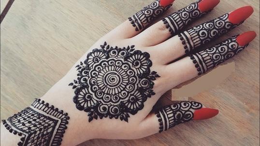 Karva Chauth Round Shape Mehndi Design