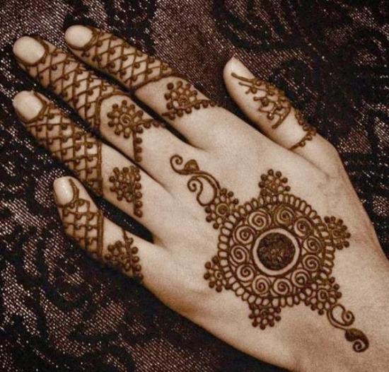 Mesh Pakistani Mehandi Designs