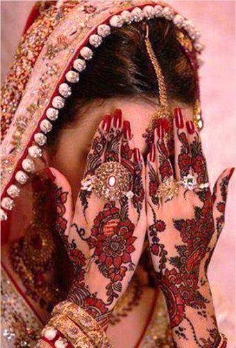 Pakistani Red and Black Mehndi Design