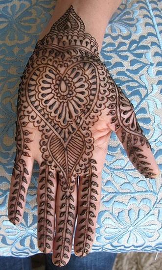Heart Shape Pakistani Mehandi Designs for Girls Party