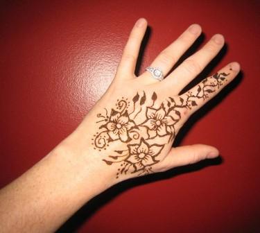 Cute Mehndi Design for Hand