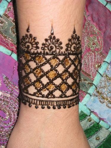 sparkle bracelet mehndi design