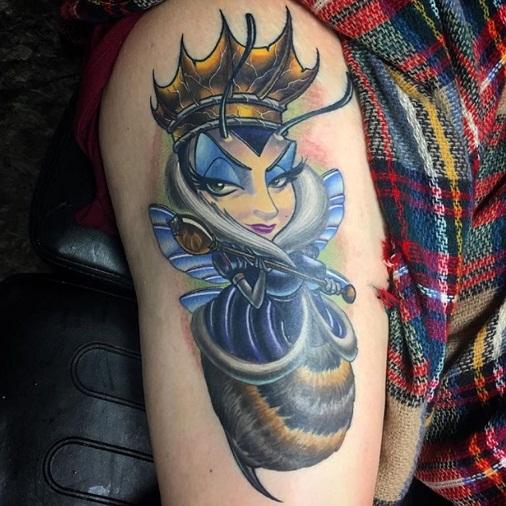 Glamorous Queen Bee Tattoo Design