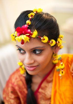 Gold Flower Jewellery For Mehndi Designs