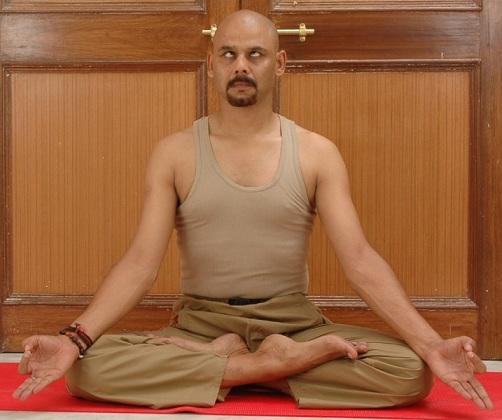 Sambhavi Mudra Posture for Dark Circles