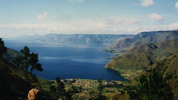 lake-toba_indonesia-tourist-places