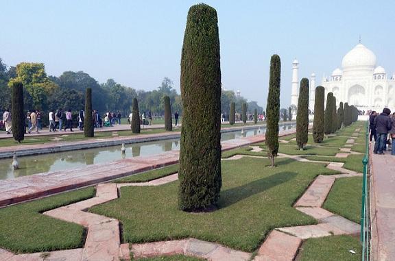 parks-in-agra-taj-mahal-garden