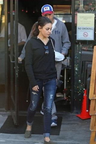 Mila Kunis without makeup6