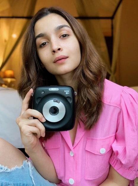Actress Alia Bhatt social profile