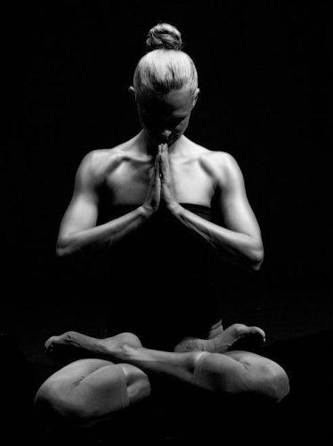 Padmasana Yoga (Lotus Pose) – Steps And Its Benefits