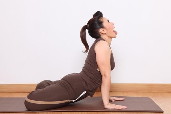 Simhasana Yoga (Lion Pose) – How To Do Steps And Its Benefits