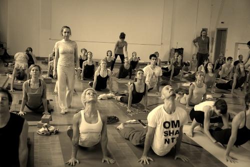 The Principles of Jivamukti Yoga and Steps to Practise