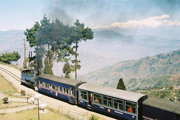 darjeeling-himalayan-railway_darjeeling-tourist-places