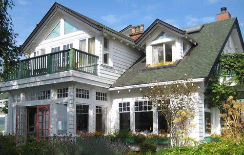 Honeymoon places in Canada SookeHarbour House, British Columbia