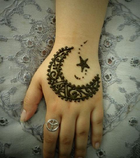 Moon Shaped Ramzan mehndi