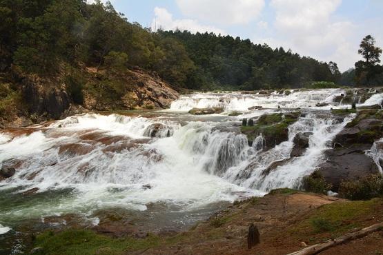 Waterfalls in Tamilnadu4