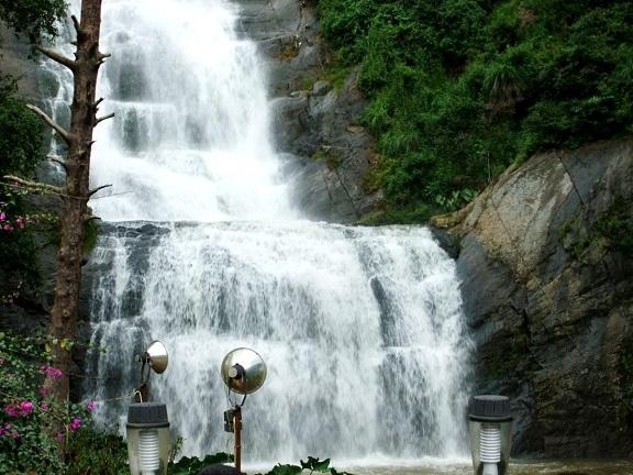Waterfalls in Tamilnadu5