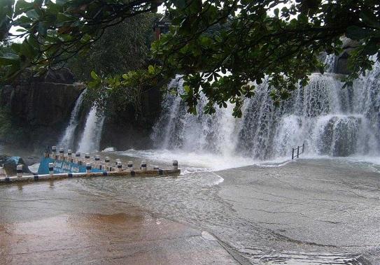 Waterfalls in Tamilnadu6