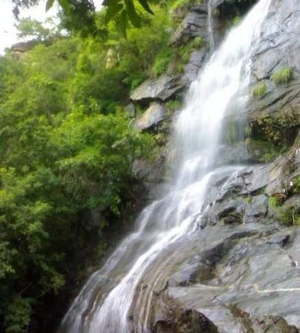 Waterfalls in Tamilnadu8
