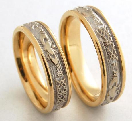 Distinct titanium gold embossed couples rings