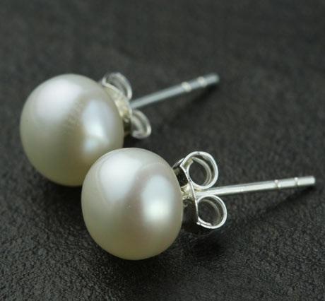 simple-pearl-earrings